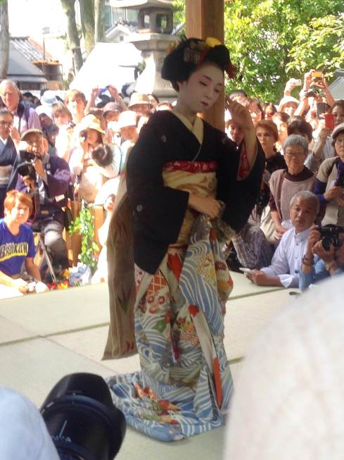 Dancing gejko (young gejsha) at the Comb Festival in Kyoto